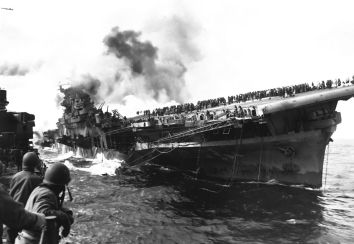 USS SANTA FE lays alongside of USS FRANKLIN rendering assistance after carrier had been hit and set afire by a Japanese dive bomber. March 1945. (Navy) Exact Date Shot Unknown NARA FILE #: 080-G-273880 WAR & CONFLICT BOOK #: 979